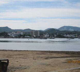 Am Strand entlang ins  Zentrum Intertur Hotel Hawaii Ibiza
