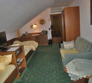 Eines der einfacheren Zimmer für Geschäftsreisen Ringhotel Krone Schnetzenhausen