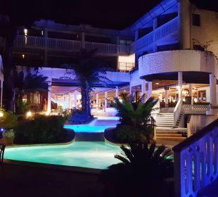 Poolanlage im Beach Hotel Hotel Traveller's Club