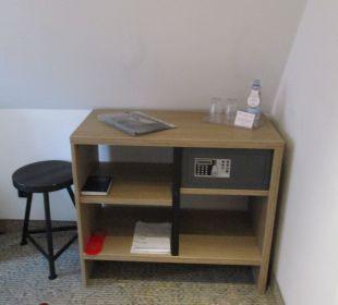 Komfort-Eckzimmer 403 mit Gratis-Mineralwasser SORAT Hotel Saxx Nürnberg