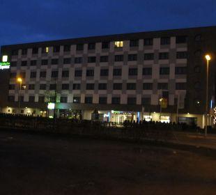 Hotel bei Nacht Holiday Inn Express Hotel Bremen Airport