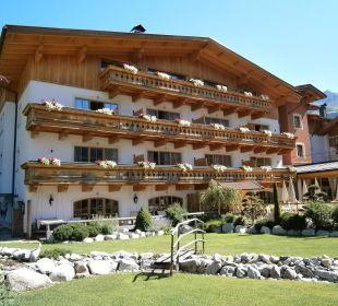 Im Innenhof Hotel Quelle Nature Spa Resort