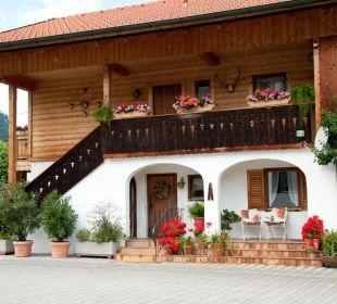 Parkplatz mit Blick auf Nebenhaus Gästehaus Hotel Garni Zibert