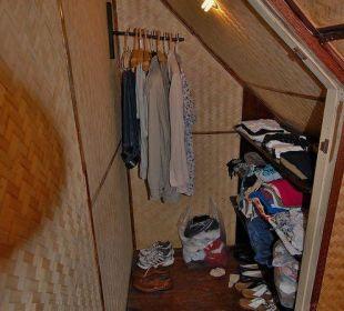 Begehbarer Kleiderschrank in der Bambus-Suite Hotel Na Thai Resort