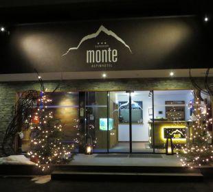 Hoteleingang Alpinhotel Monte