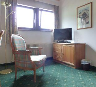 Ansicht vom Bett Richtung Zimmer Hotel Post
