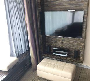 Fernseher Wohnbereich Hilton Frankfurt City Centre