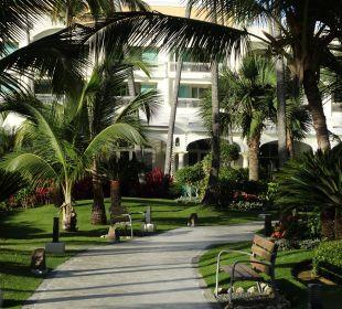 Wunderschöne,gepflegte Außenanlage  IBEROSTAR Grand Hotel Bávaro