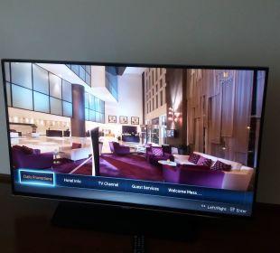 Zimmer Fernseher Hotel Grand Millennium Al Wahda Abu Dhabi
