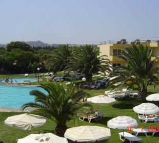 Blick auf Poolanlage Hotel Princess Flora