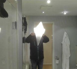 Zimmer 253 - Lampe am Spiegel schief Dorint Park Hotel Bremen
