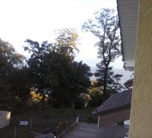 Blick vom Balkon, man kann die Ostsee sehen Inselhotel Rügen B&B