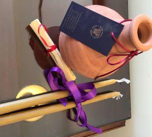 Geschenkt: Krug und Kerzen für die Osterzeremonien