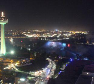 Nachtaufnahme vom Zimmer aus Hotel Hilton Niagara Falls / Fallsview