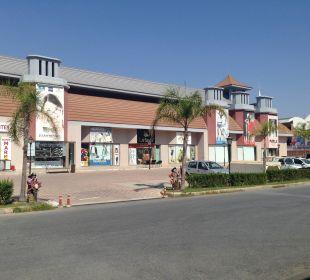 Shoppingcenter vor dem Hotel Hotel Royal Dragon