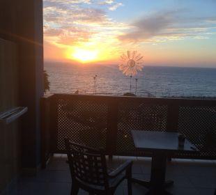 Blick auf den Balkon und aufs Meer - vom Zimmer  Hotel H10 Tindaya
