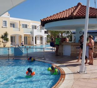 Kinderpool mit Sonnensegel mit Poolbar 3 FAMILY LIFE Marmari Beach by Atlantica