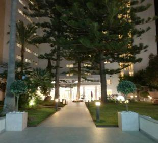 Blick auf den Hoteleingang SENTIDO Playa del Moro