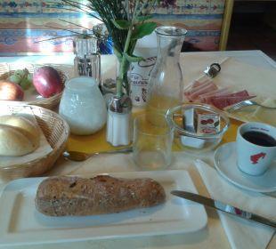 Frühstück am Tisch für eine Person Hotel Lanz