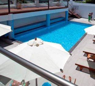 Poolbereich  Smartline Semiramis City Hotel