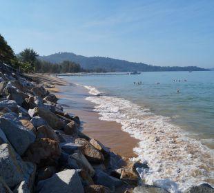Strand Richtung links bei Flut Hotel Mukdara Beach Villa & Spa Resort