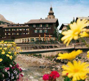 """Romantik Hotel """"Die Krone von Lech"""" im Sommer Romantik Hotel Die Krone von Lech"""