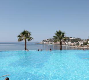 Piscina panorámica desbordante Playacalida Spa Hotel