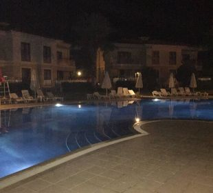 Pool am Abend Hotel The One Club