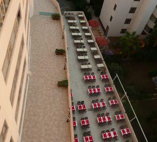 Tische draußen vor d. Abendessen Hotel Narcia Resort Side