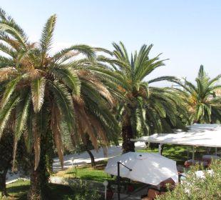 Blick aus der 108 Richtung Meer Hotel Possidona Beach