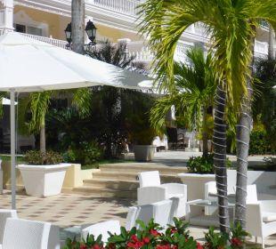 Terrasse vom Haupthotel Luxury Bahia Principe Cayo Levantado Don Pablo Collection