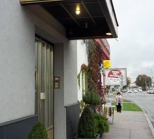 Hoteleingang Strandhotel Alte Donau