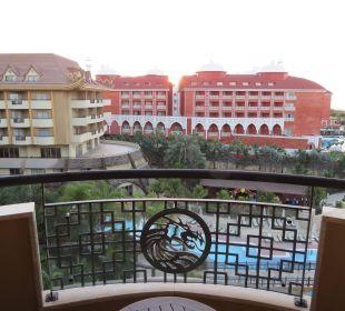 Geradeaus kaum Meerblick vom Balkon Zimmer 5146 Hotel Royal Dragon