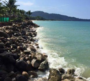 Strand bei Flut Hotel Chong Fah Beach Resort