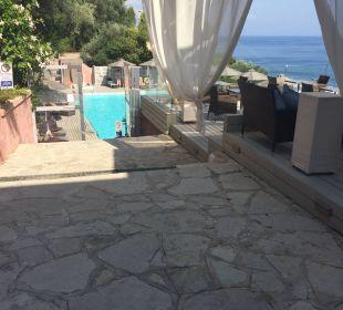 Blick auf den Poolbereich Marilena Sea View Hotel