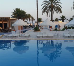 Pool mit Poolbar Royal Lido Resort & Spa