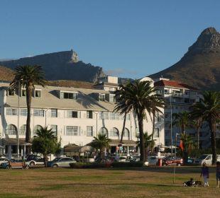 Hotel vor Tafelberg und Löwenkopf