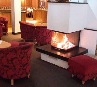 Gemütlich Loungen an der Bar Alpin Life Resort Lürzerhof