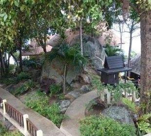 Weg zu den Massagehütten Hotel Coral Cove Chalet