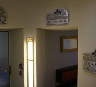 Eingang zur Sauna & zum Schwimmbad vom Bellevue MONDI-HOLIDAY First-Class Aparthotel Bellevue