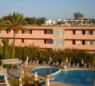Pool vom 3.Stock aus Hotel JS Alcudi Mar