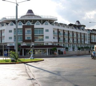 Hotel von der Straßenseite aus Orient Hotels Roxy Resort