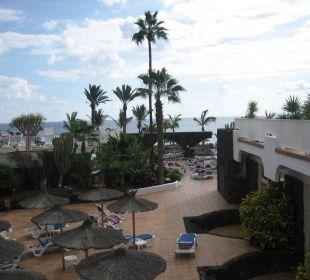 Blick über die Gartenanlage zum Meer VIK Hotel San Antonio