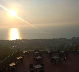 Ausblick mit Aussenterrasse vom Restaurant Hotel L'Olivara Villaggio
