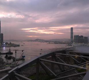 Gigantischer Ausblick vom Hotel auf Kawloon Renaissance Harbour View Hotel Hong Kong
