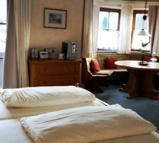 Großes Zimmer, Bett mit guten Matrazen  Hotel Zugspitze
