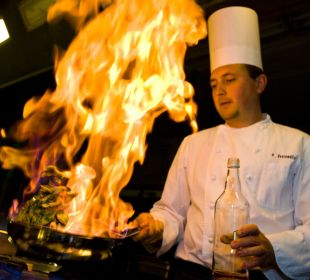 Küchenchef beim Flambieren Hotel Basel