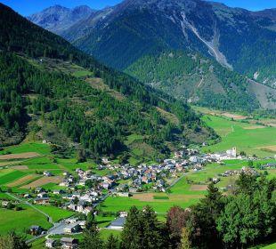 Das Dorf Müstair am Fusse des Stilfserjochs Swiss-Historic-Hotel Münsterhof