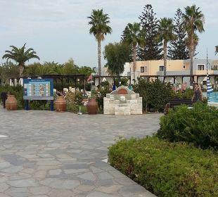 Die ersten Schritte in die Anlage FAMILY LIFE Marmari Beach by Atlantica