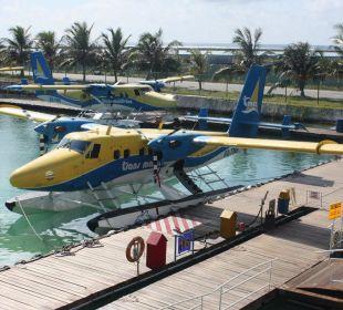 Wasserflugzeug Hotel Banyan Tree Madivaru